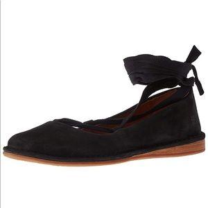Frye 🐴 Helena Ankle Tie Suede Flats 10 M